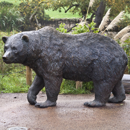 New products garden bronze life size bear statues walking